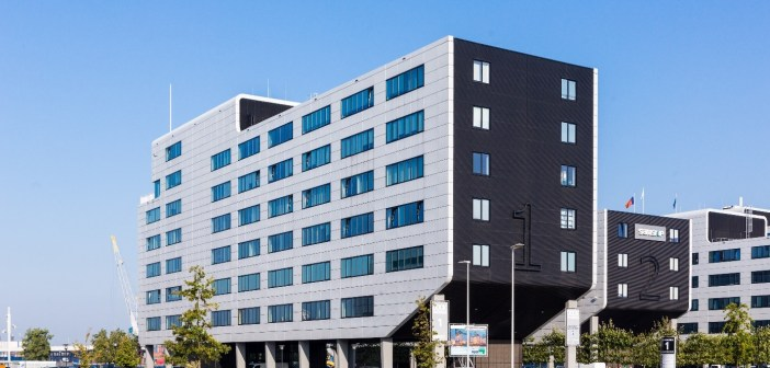 Access World Rotterdam huurt in Dockworks I