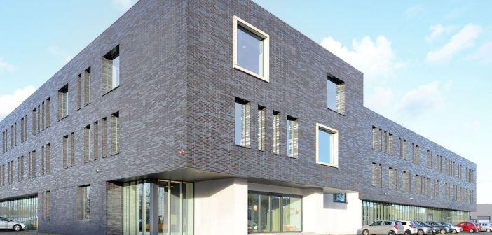 Schoondergang Van Zwanenburg huurt bedrijfscomplex van 3.700 m² bedrijfs-/kantoorruimte in Delfgauw