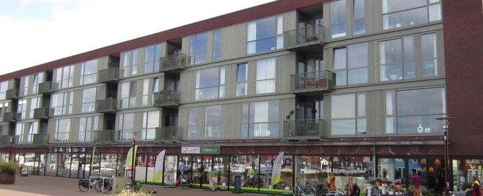 Winkelstrip aan de Reitdiephaven in Groningen verkocht