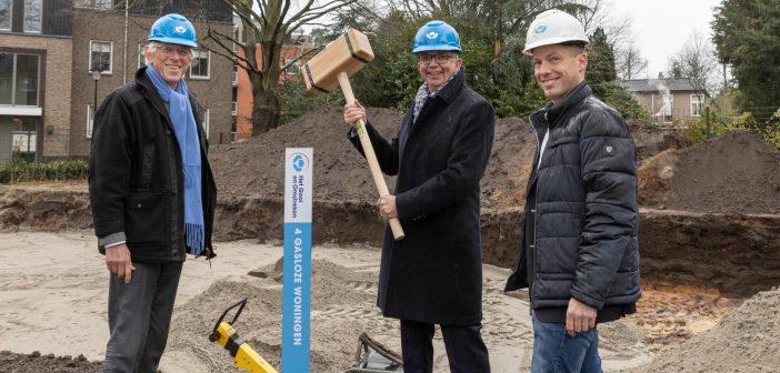 Het Gooi en Omstreken en Van Driesten Harskamp vieren start bouw 4 sociale huurwoningen in Laren