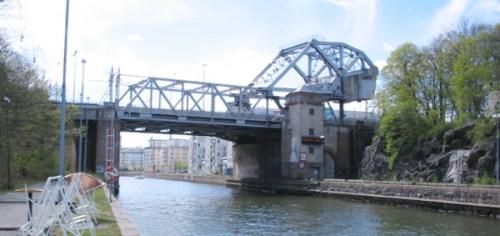 Danviksbron och Danvikskanalen sedda från kajen utanför Danvikens hospital
