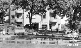 Vykort med Danviksklippans plaskdamm och konditori på 1960-talet