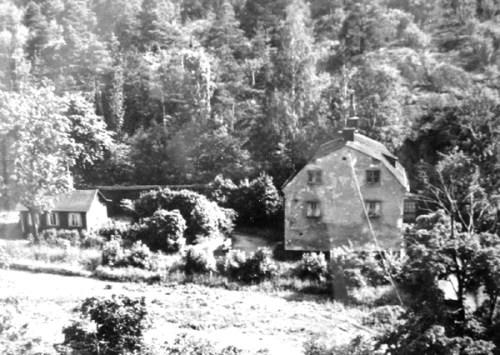 Stenvillan i Henriksdal 1960, Henriksdalsberget syns i bakgrunden
