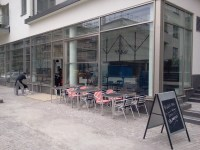Biggles bar & bistro i Henriksdalshamnen - uteserveringen