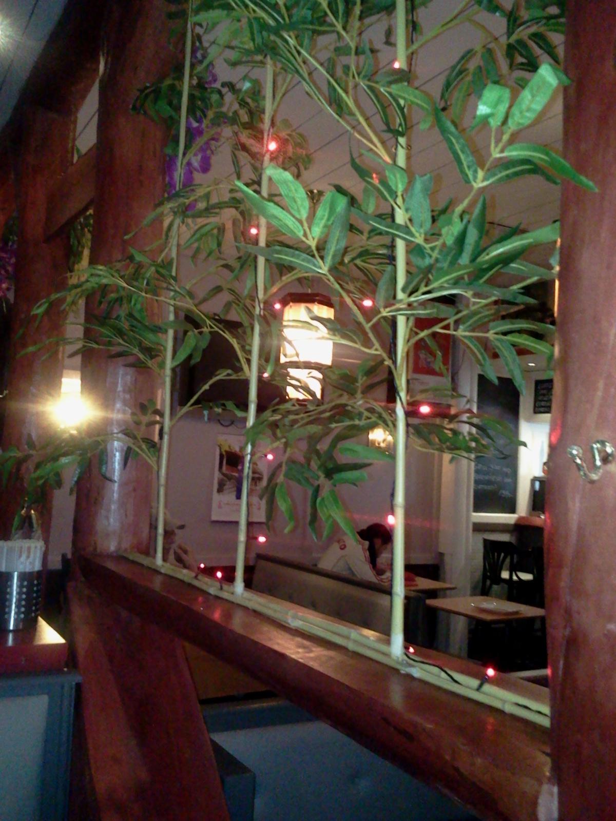 Rumsavskiljare av plastbambus på kinakrogen Lucky House på Henriksdalsberget