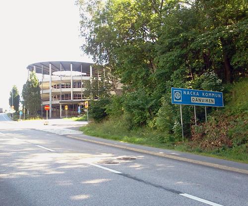 Nacka kommuns skylt på Kvarnholmsvägen