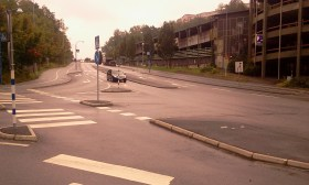 Krånglig korsning & dålig skyltning vid parkeringshuset på Kvarnholmsvägen
