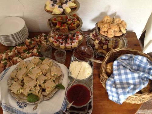 Svindersviks brygghus, Nacka: Afternoon tea med te, kakor, snittar, marmelad, smör och annat gott