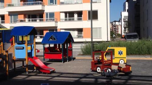 henriksdalshamnen, stockholms: lekplatsen vid förskolan storseglet