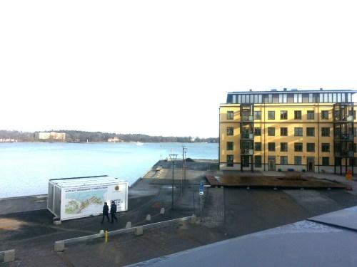 Finnboda, Nacka: Utsikt mot Djurgården från Finnboda Hamnplans innergård