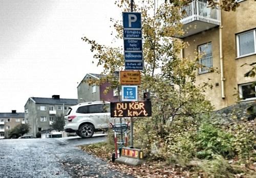 digital hastighetsskylt på finnberget