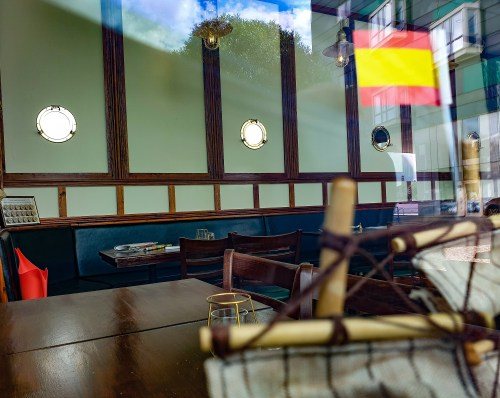 Inredningen på spansk restaurang på Jan Inghes torg i Henriksdalshamnen