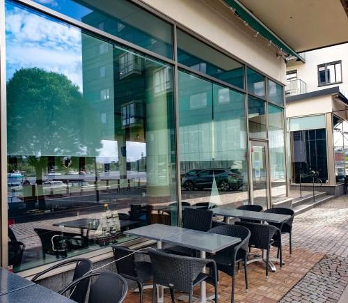 Uteserveringen på spansk restaurang på Jan Inghes torg i Henriksdalshamnen