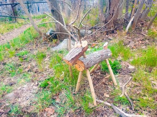 Hjortbock av trä på Bageriberget i Saltsjöqvarn