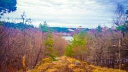 Utsikt mot Nacka båtklubb och Ryssbergen (vår)