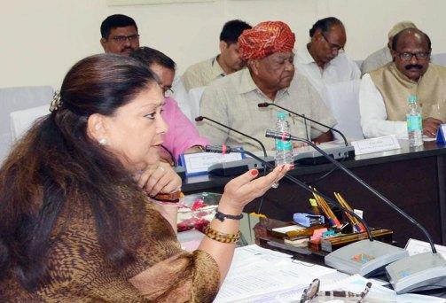 मुख्यमंत्री ने जिलास्तरीय अधिकारियों की बैठक ली