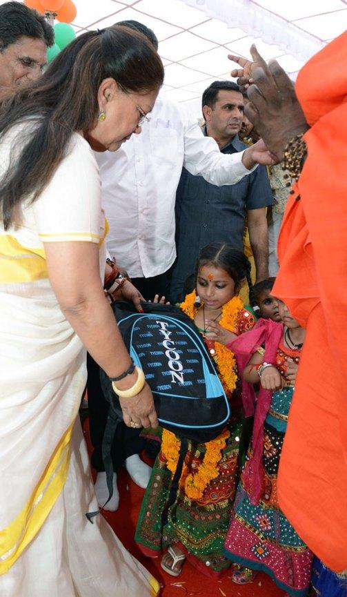 cm-birthday-greetings-mahila-thana-PH-05