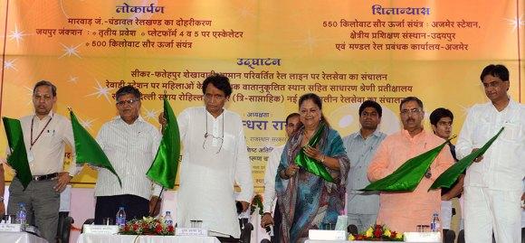 cm-inaugural-function-jaipur-railway-station-suresh-prabhu-CMA_3361