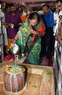 cm-inaugurated-van-mahotsav-by-planting-seeds-CLP_6670