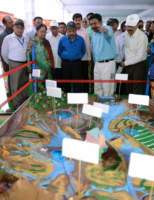 cm-inaugurated-van-mahotsav-by-planting-seeds-CMP_3792