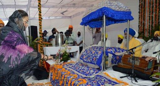 cm-kirtan-darbar-guru-govind-singh-350th-prakash-parv-CMA_6254