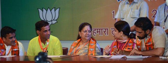 vasundhara-raje-bhartiya-janta-yuva-morcha-executive-committee-CMA_6053