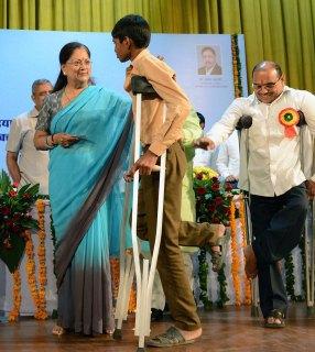 vasundhara-raje-Pandit-Deendayal-Upadhyay-Vishesh-Yogyajan-Shivir-CMP_5626