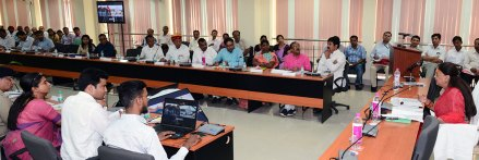 cm-at-district-level-officers-meeting-in-Ajmer-secondary-education-board-CMA_3537