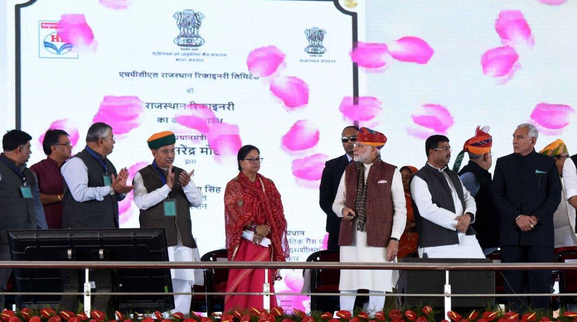 vasundhara-raje-narendra-modi-barmer-refinery-inauguration-CLP_0175