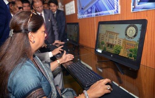 cm-inaugurates-e-library-in-high-court-premises-CMP_9038
