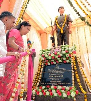 cm-martyr-statue-sunil-kumar-yadav-neem-ka-thana-sikar-CMA_8604