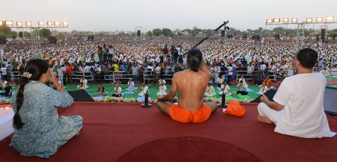 yoga-day-kota-vasundhara-raje-baba-ramdev-CMA_9686