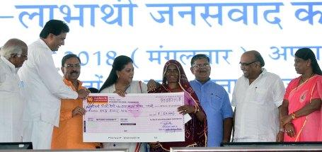 vasundhara-raje-launch-inauguration-bhamashah-digital-family-yojana-CMP_5281