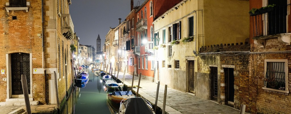 Венеция: цветна и водна