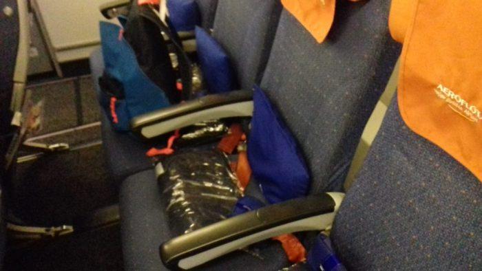 Подушки и пледы в каждом кресле. Еще тапочки, наушники и повязка на глаза (для сна)