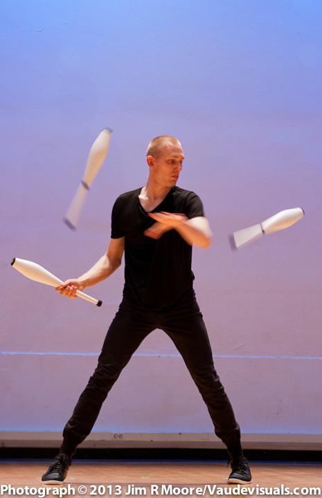 Emil Dahl performing at JUGGLE THIS