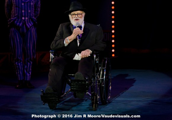Hovey Burgess receives the Lifetime Achievement Award