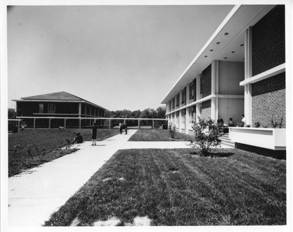 The Quadrangle, Fairfax Campus, ca. September 1964. George Mason University photograph collection # R0120 Box 1, Folder 11. Special Collections & Archives, George Mason University Libraries.