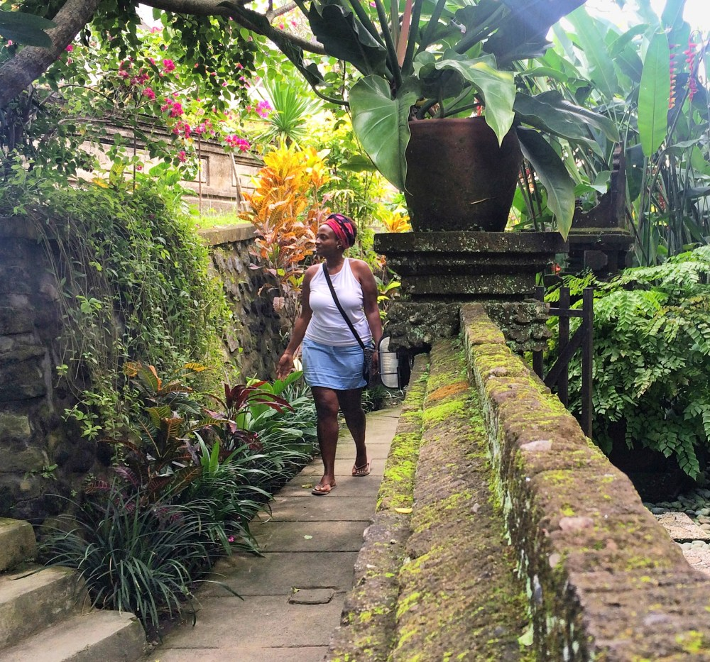 Black Solo Traveler Ubud, Bali. how do solo travelers get such good pictures https://vaycarious.com