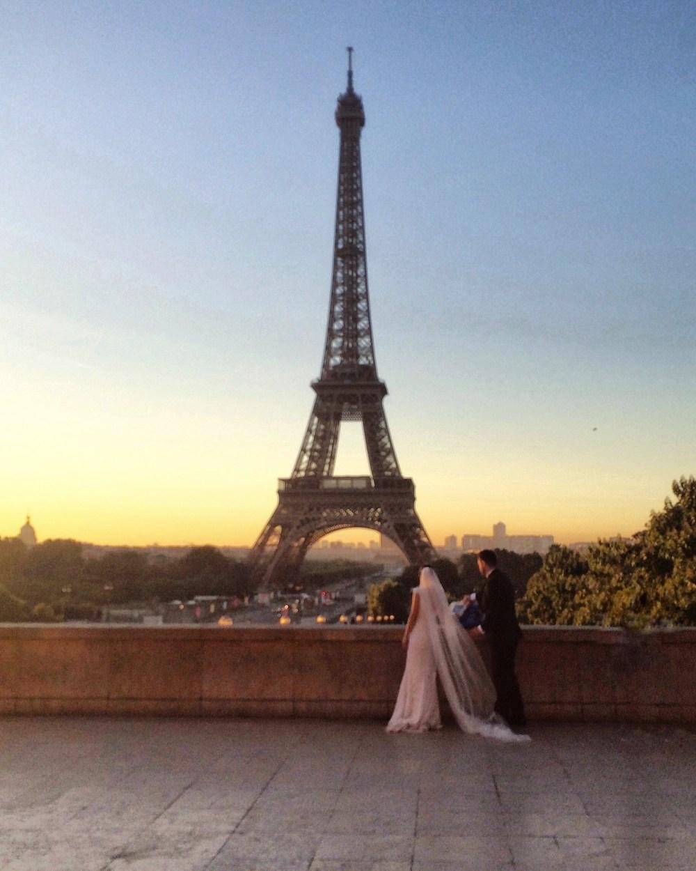 Sunrise in Paris over the Eiffel Tower Vaycarious.com