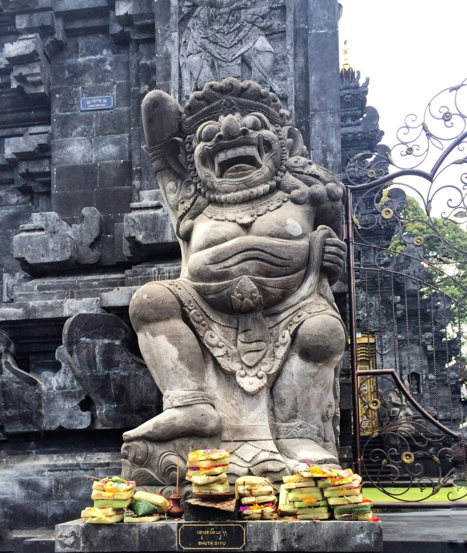 Bali Temple http://vaycarious.com/2017/02/1/flowers