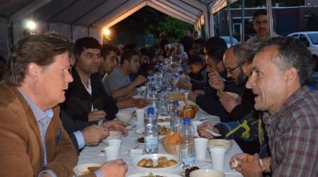 Iftar Diner Met Vluchtelingen