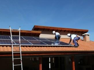 Instalação de placa solar residencial é um serviço especializado.