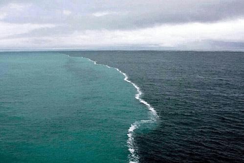 Nước biển Ấn Độ Dương và Đại Tây Dương có độ mặn khác nhau, nên khó trộn lẫn. Ảnh: Pinterest.