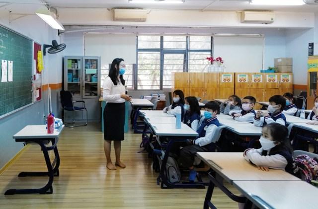 Cô trò một lớp học tại quận Thanh Xuân, Hà Nộiđeo khẩu trang trongbuổi học ngay sau kỳ nghỉ Tết Nguyên đán 2020. Ảnh: Ngọc Thành.