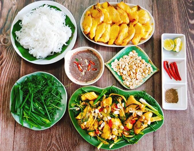 Thưởng thức món chả cá Lã Vọng mang đến cảm giác tận hưởng những gì thanh tao, đặc sắc nhất của một trong số những món ăn nức tiếng đất Hà Thành. Ảnh: Bùi Thủy.