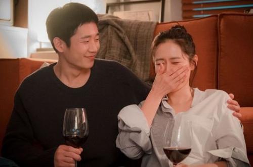 Son Ye Jin ngắm hoa anh đào cùngJung Hae In - 4