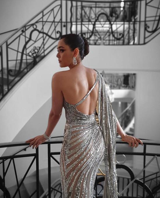 Minh tinh Thái Lan chuộng váy hở
