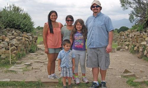 Gia đình anh McCurry đidu lịch tại Mexico. Ảnh: Root of God