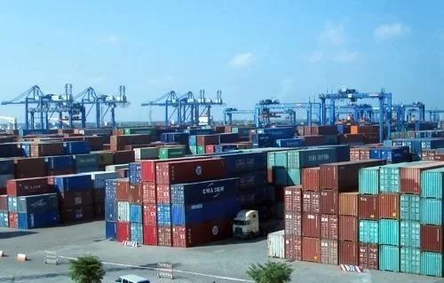 Hàng hóa tại cảng Cát Lái TP HCM. Ảnh: ĐL.